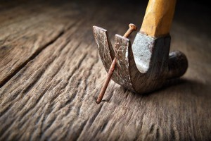 how-to-remove-nails-from-wood-claw-hammer